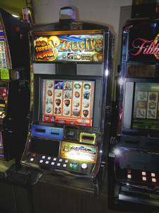 Used, Williams Zeus 2 **LCD screen **Hot Button **Slot Machine - for sale