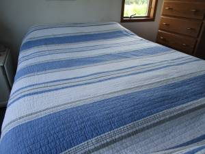 Full size bedding Quilt and Fleece Blanket (Abrams), used for sale