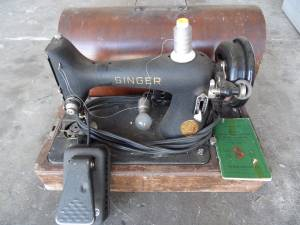 Antique 1941 Portable Electric Singer Sewing Machine 99-23 case manual, used for sale