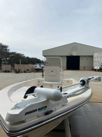Water ready! well kept and well maintained 2006 pathfinder 2200 boat...