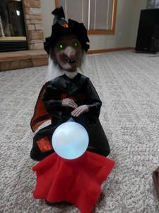 Rennoc Motionette Witch CRYSTAL BALL Changes Color Animated Halloween (Macedonia), used for sale