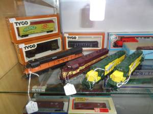 HO gauge electric train  cars, locos, track and some Lionel trains (plymouth WI) for sale