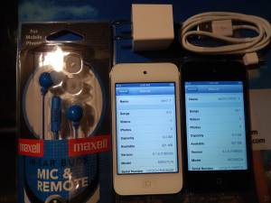 APPLE IPOD 4 GEN TOUCH  900 SONGS (NEW WEST), used for sale  Vancouver
