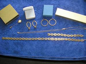 GOLD Tone COSTUME JEWELRY COLLECTION (6 diff. pcs.) (Jericho, Nassau County, NY), used for sale