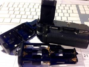 Cameras /Canon BG-E3 Vertical Grip/Battery Holder &  AA BATTERY HOLDER for sale  Boston