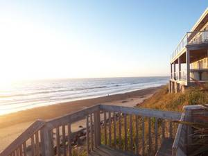 Sunshine at the Beach~Head to the Coast~open cottages w/HOT TUBS! (Bella Beach-Lincoln Beach-This Wkend on the Coast)