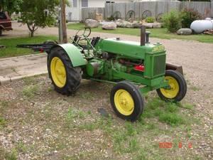 John Deere Antique Tractor Model B