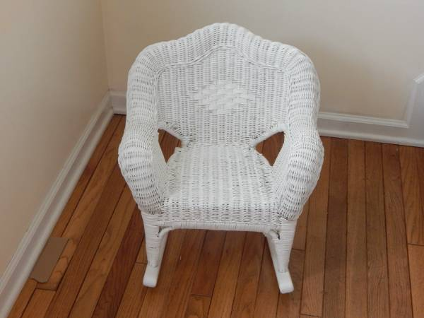 Wicker strong child chair in very good condition - furniture - by...