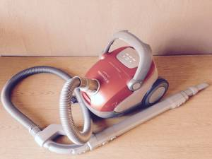 Used, Electrolux Vacuum Cleaner (sunset / parkside) for sale