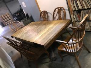 Oak Dining Table brown with 6 chairs Antique (Olmsted falls), used for sale